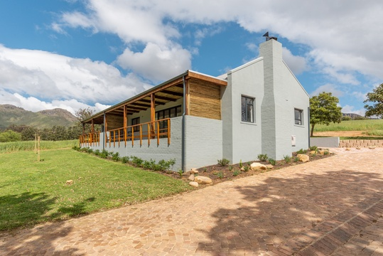 Top location at the foot of the Helderberg with views on Stellenbosch Mountain at Mont Angelis